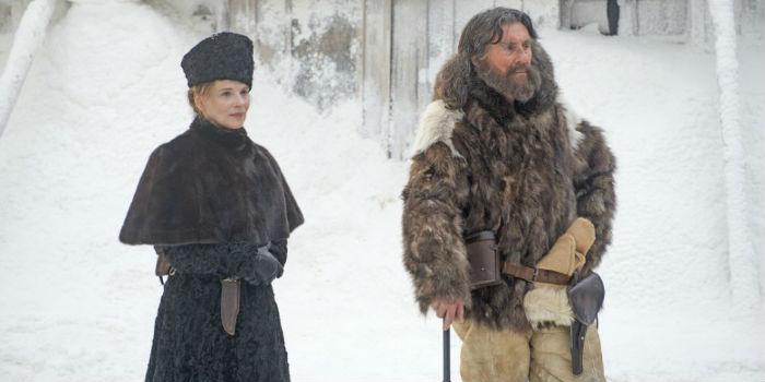 Juliette Binoche y Gabriel Byrne, en 'Nadie quiere la noche'