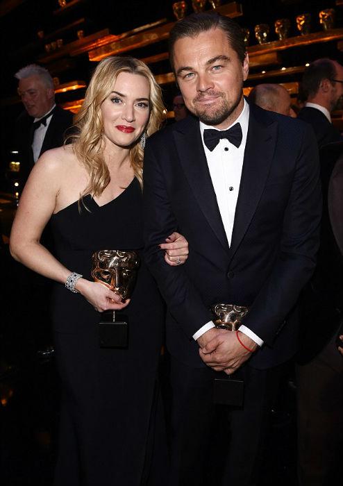 Kate Winslet y Leonardo DiCaprio, Mejor Actriz Secundaria y Mejor Actor, respectivamente, en los 69 BAFTA (2016)