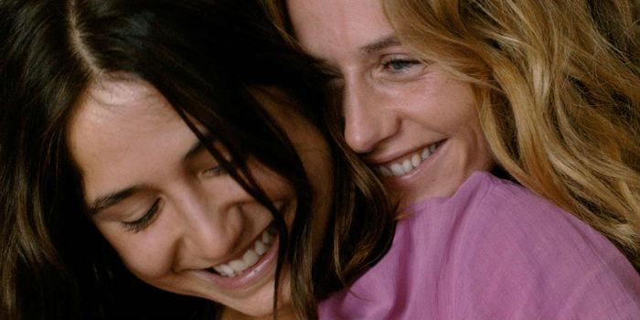 Izïa Higelin y Cécile De France, en 'La belle saison' (Un amor de verano)