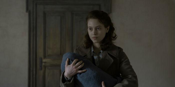 Lou de Laâge, en 'Les innocentes' (Las inocentes), en Histerias de Cine