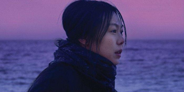 'Bamui haebyun-eoseo honja' (En la playa sola de noche / On the beach at night alone), en Histerias de Cine