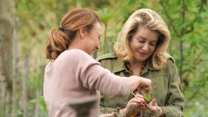 Catherine Frot y Catherine Deneuve, en 'Sage femme' (Dos mujeres), en Histerias de Cine
