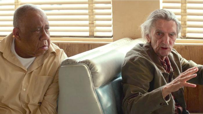 Barry Shabaka Henley y Harry Dean Stanton, en 'Lucky', en Histerias de Cine